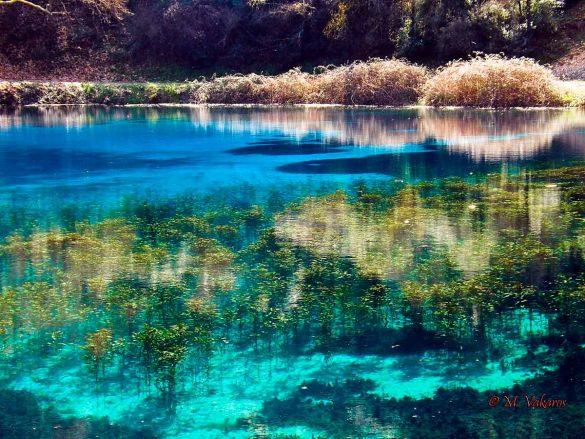 Η γαλάζια λίμνη της Ηπείρου..!!